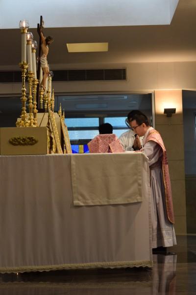 梁作偉神父, FSSP 於彌撒中讀經