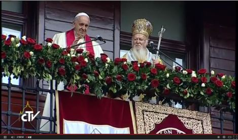 教宗方濟各以拉丁文福後,君士坦丁堡宗主教巴爾多祿茂以希臘文降福。顯示著伯多祿及安德肋兩兄弟的兄弟情