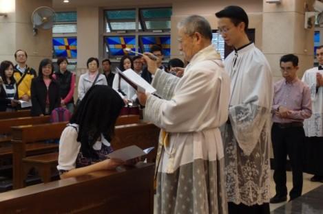 內子坐月後回到聖堂,接受 Churching 降福