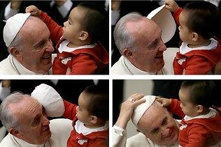 小孩子對教宗的圓帽很好奇 (Photo: AP)