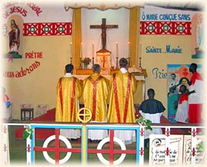 ICRSS 在非洲森林中的教堂開彌撒