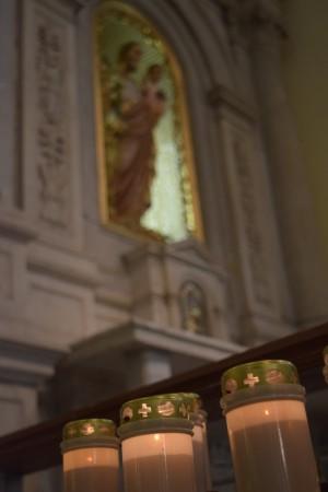 聖人的雕像能夠幫助信友投入祈禱