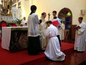 劉偉傑於2013年7 月13日領受執事聖秩聖事。(Photo: 香港教區特倫多禮儀團體)