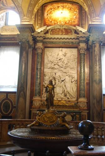 羅馬聖母雪地大殿的領洗池