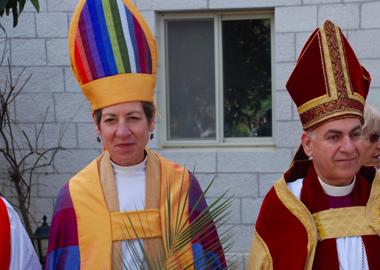 美國聖公會不單有女執事,連女主教也有!(Katharine Jefferts Schori) 也可以穿奇怪祭衣!