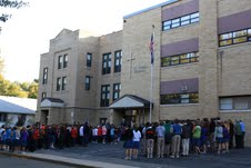 Photo-by-Cathy-Blankenau-Bender.St_.-Teresa-School-in-Lincoln-Neb.-pray-before-entering-the-school.1